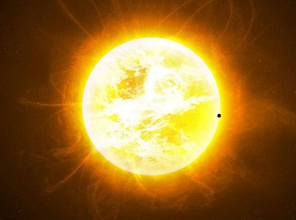 Астрономы обнаружили «перья» в короне Солнца