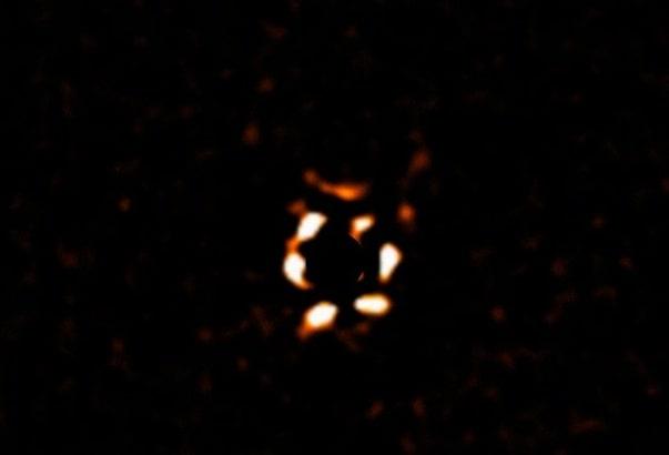 Астрономам удалось заснять загадочную гигантскую планету