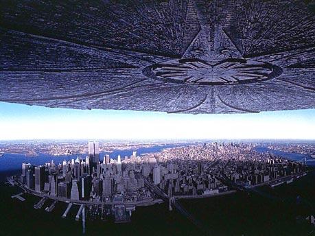 Земля в окружении космических кораблей-ретрансляторов энергии