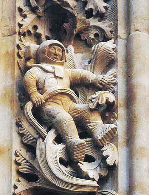 Интересный факт: космонавт в средневековом соборе